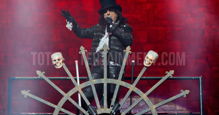 Alice Cooper puts on a spectacular show in Leeds
