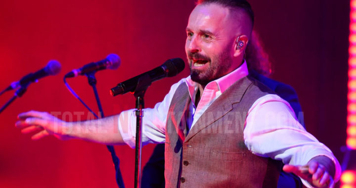 Alfie Boe makes Time Fly By at the Bridgewater