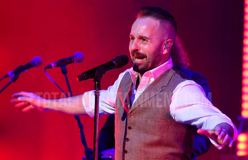 Alfie Boe, Manchester, Stephen Farrell, TotalNtertainment, Review,