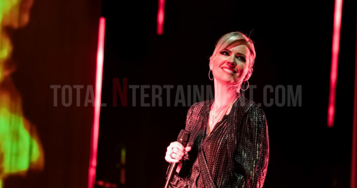 Dido puts on spectacular show at the Apollo in Manchester
