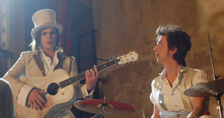 Gaz Coombes and Danny Goffey cover 'Milkshake'
