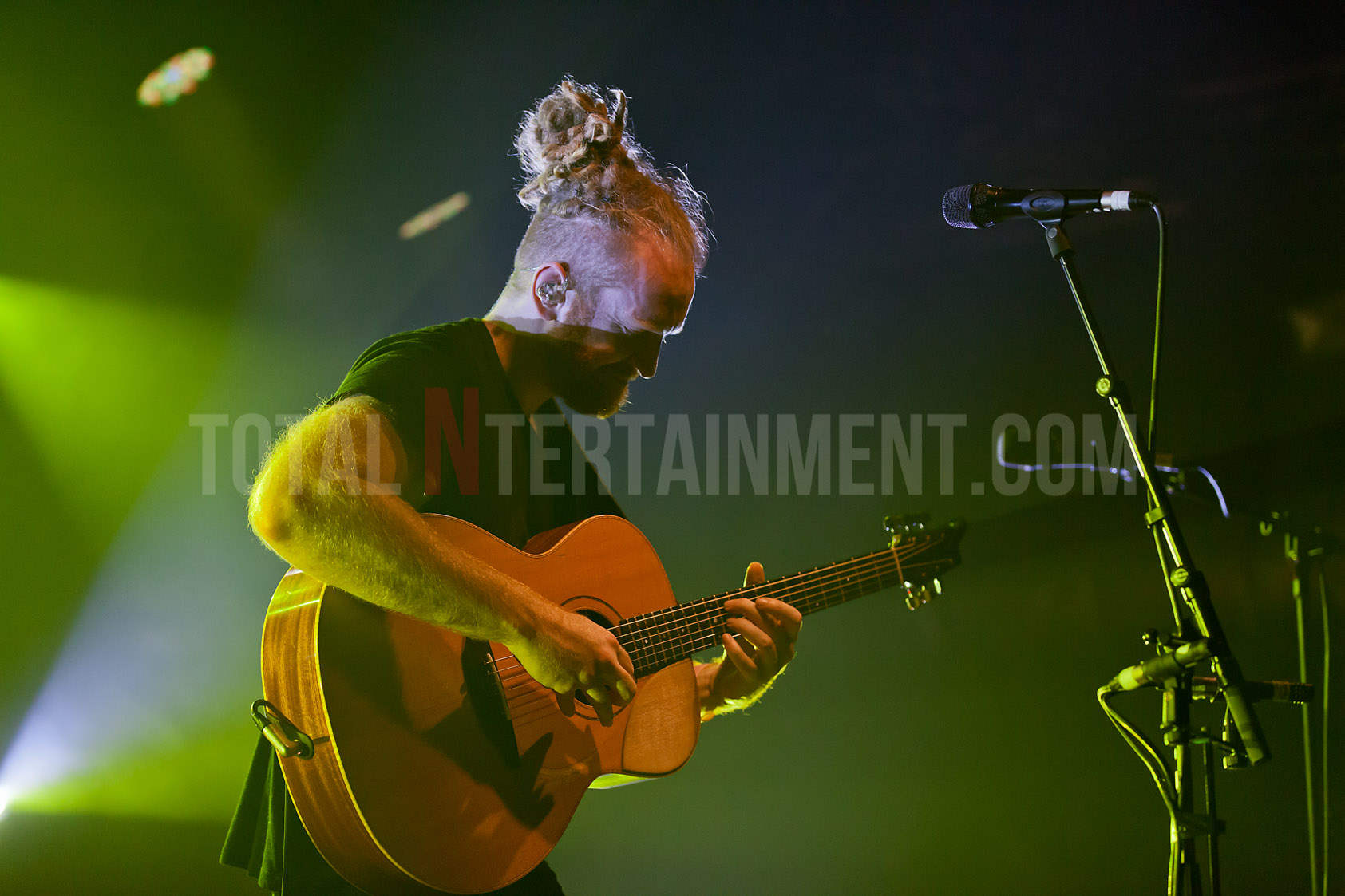 Newton Faulkner raises the roof at a packed O2 Academy