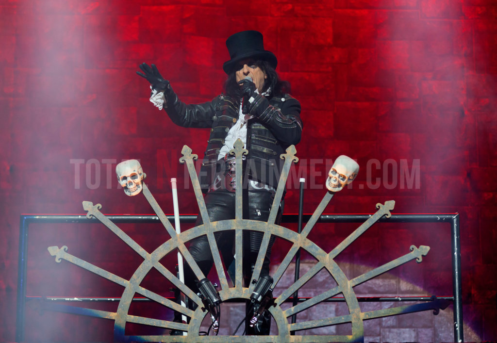 Alice Cooper, TotalNtertainment, Review, Music, Jo Forrest, Leeds, First Direct Arena