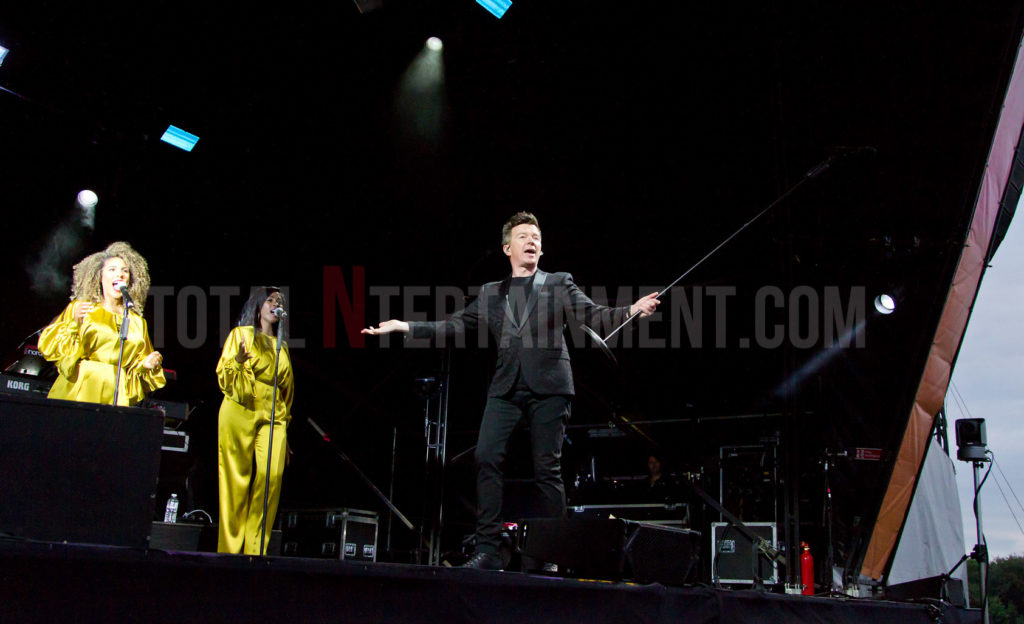 Rick Astley, Haydock Racecourse, Jo Forrest, Review, TotalNtertainment, Music