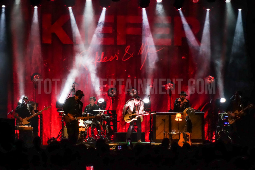 Kiefer Sutherland, Music, Review, Mark Ellis, TotalNtertainment, Tour