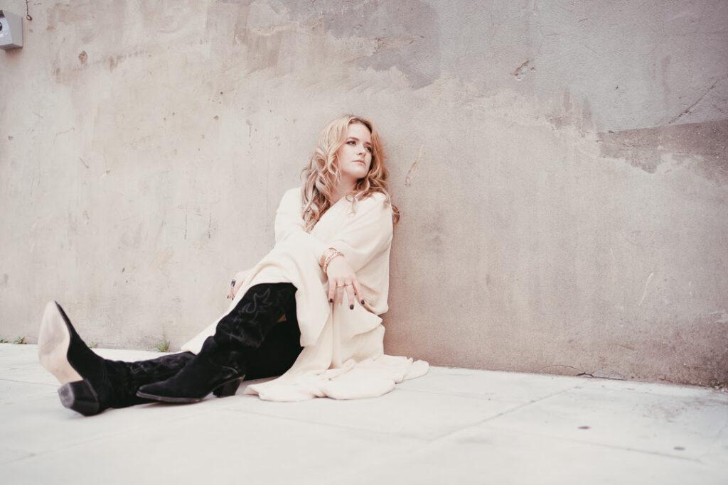 Lexi Berg, New Single, Lonely World, Music News, TotalNtertainment