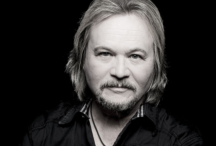 Travis Tritt, Music, New Single, Ghost Town Nation, TotalNtertainment, Smoke In A Bar