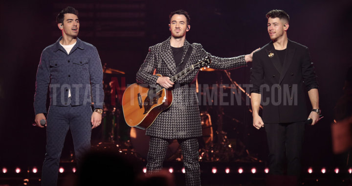 "Jonas Brothers bring a little ""Happiness' to Manchester"