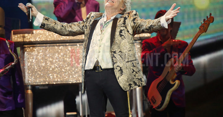Rod Stewart puts on spectacular show in Manchester